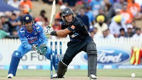 IND v NZ 3rd ODI: Kohli, Dhoni steady after early losses